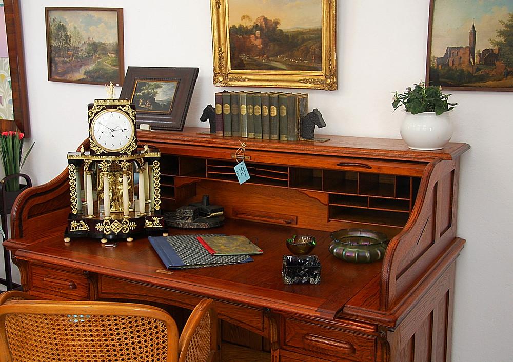 Neu Eingetroffen! Wunderschöner Amerikanischer Schreibtisch. Wurde liebevoll und mit viel präzision restauriert.