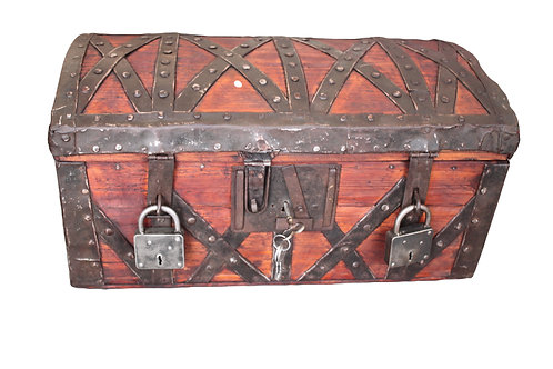 *SCHATZKISTE* Alte Holztruhe Kiste mit Schloss 18. Jhdt.