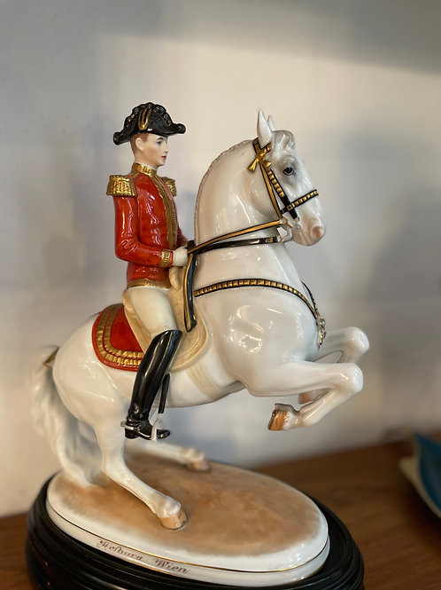 Levade mit Reiter Augarten Porzellan, beschädigt