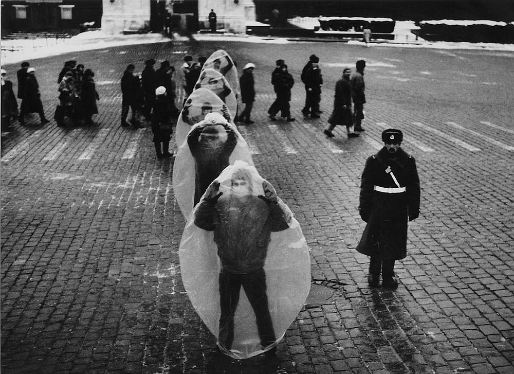 Владимир Опара, Москва, Красная площадь, перформанс Клаустрофобия, 1993