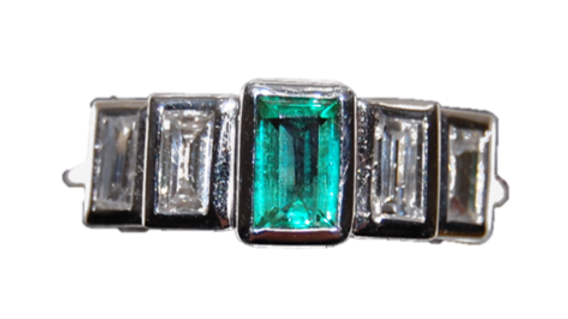18ct White Gold Diamond & Emerald ring