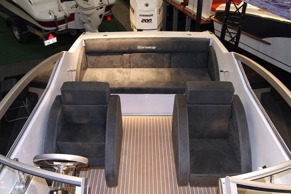 740 cockpit bakover