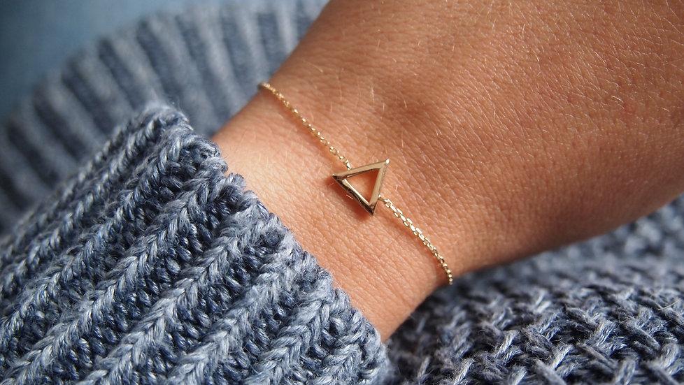 Bracelet fin triangle plaque or