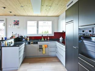 Küche mit Barelement
