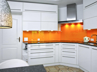 Küche mit Platz bis an die Decke