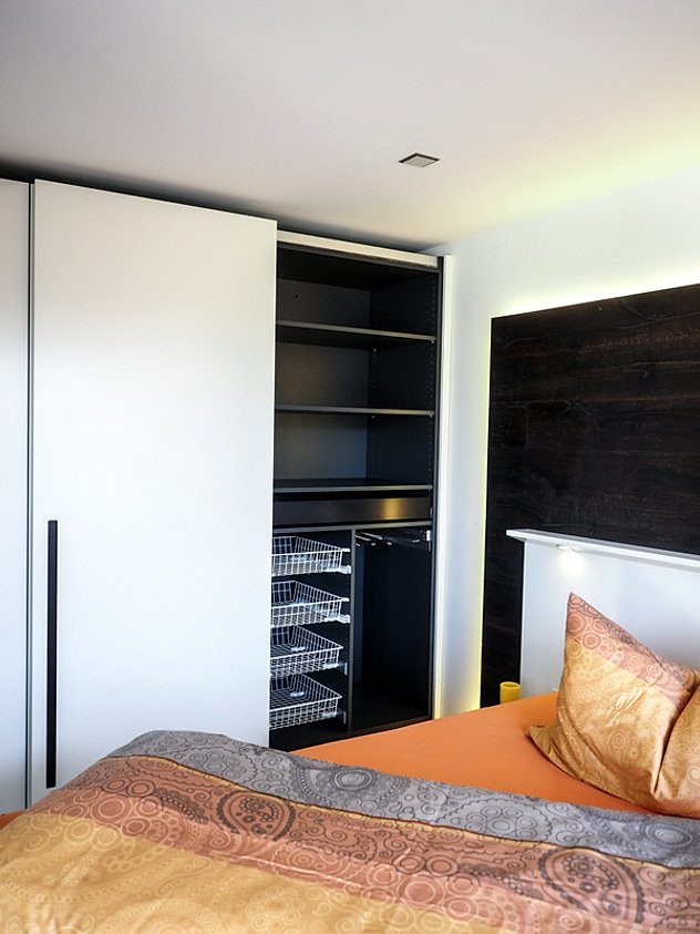 schrank nach mass. Black Bedroom Furniture Sets. Home Design Ideas