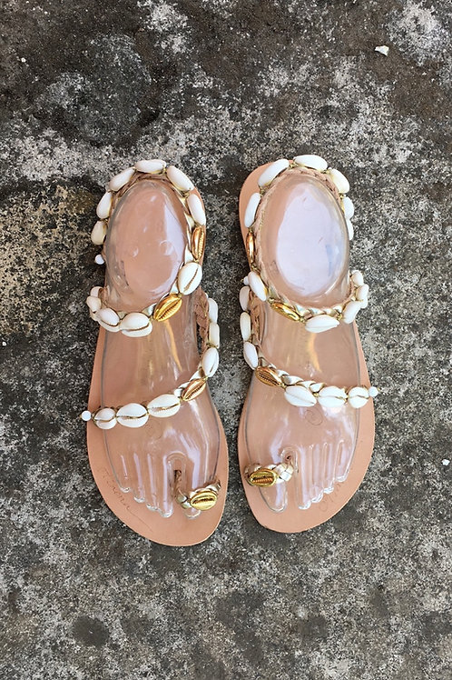 "Shells on leather sandals ""Sirene"""