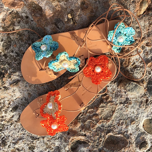 Leather sandals with crochet raffia flowers - LOVE IN THE MIST