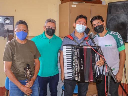SEJUCE de Piripiri recebe artistas com café da manhã