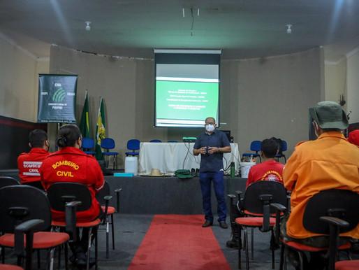 Brigadistas e bombeiros civis aprendem técnicas de combate a incêndio em Piripiri