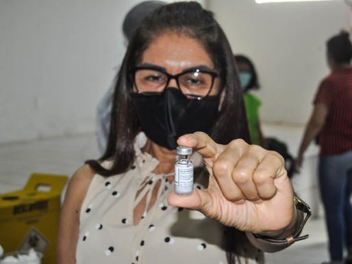 Corpo técnico da Secretaria de Educação em Piripiri é vacinado contra a covid-19
