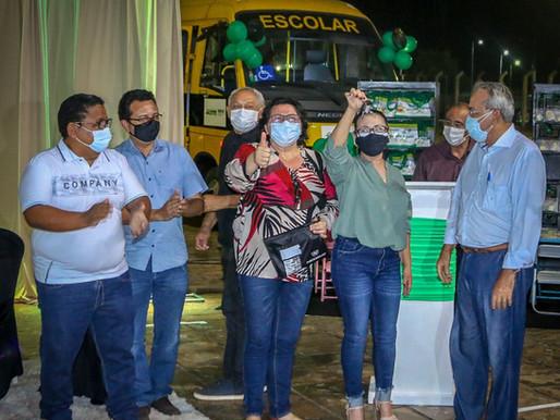 SEDUC recebe ônibus escolar e anuncia programa de complementação financeira para escolas