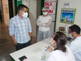 Secretário de Saúde visita postos de vacinação de Piripiri