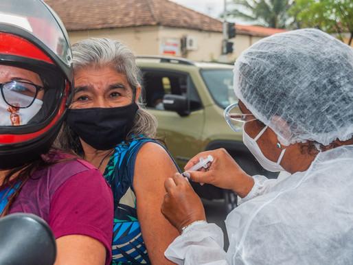 Piripiri aplica 2ª dose da coronavac em idosos de 70 a 79 anos em novo Drive-Thru