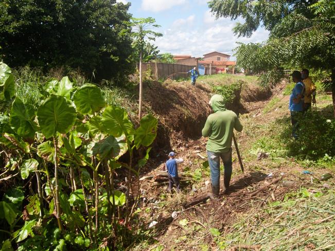 Secretaria de Meio Ambiente faz limpeza geral na região da antiga linha férrea de Piripiri