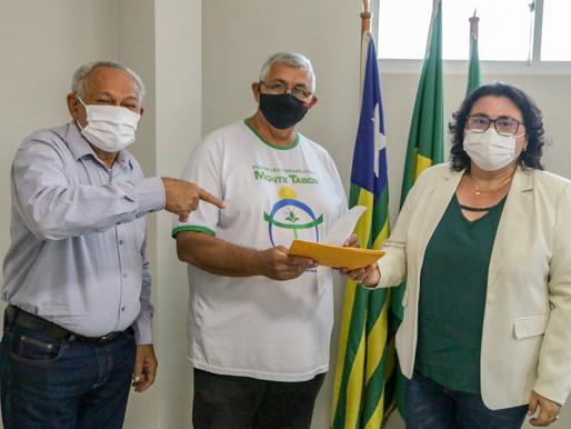 Prefeita de Piripiri divide salário de chefe de executivo com Fundação Monte Tabor