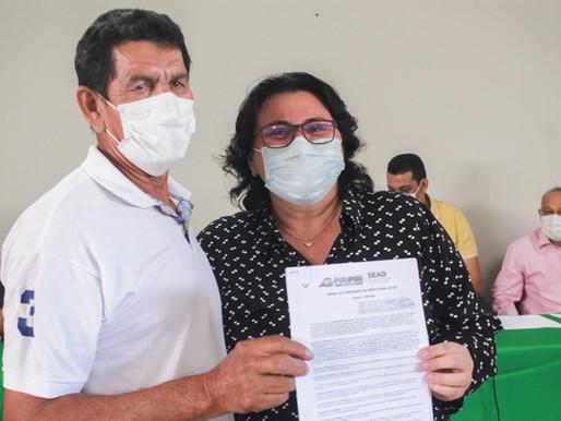SEAD entrega os primeiros 44 termos de posse de imóvel a famílias de Piripiri