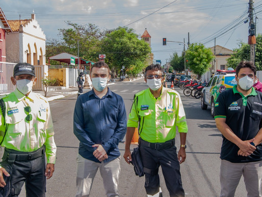 SUTRAN distribui capacetes em blitz educativa na Semana Nacional do Trânsito