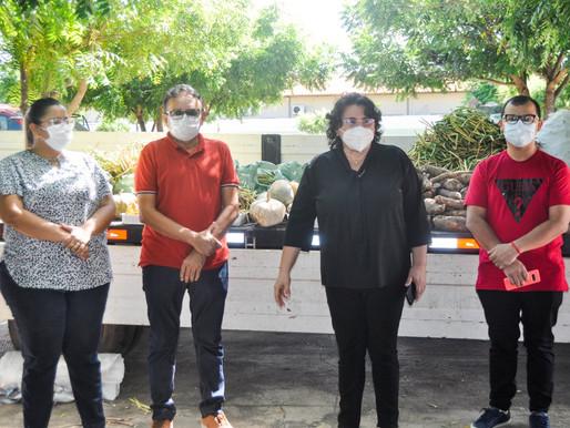 Prefeitura e governo do PI distribuem três toneladas de alimentos em Piripiri