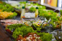 Saladas e frutas