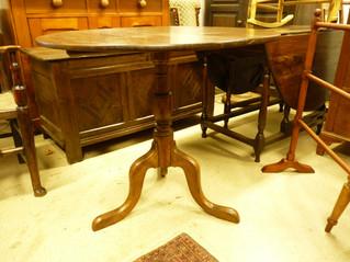 Oak pedestal Table.