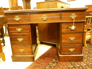 Kneehole Desk.