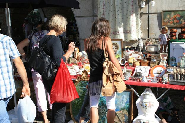 flea-market-237464_1920.jpg