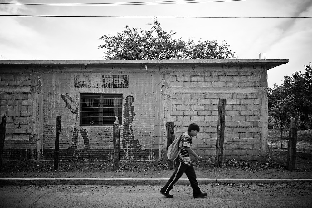 A Honduran refugee continues his journey after resting at the Alberge in Ixtapec, Mexico. Included in the series 'Running to Nowhere'. Shot for Médicos Sin Fronteras, January 2016.