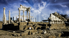 The Acropolis of Pergamon: Ist Part