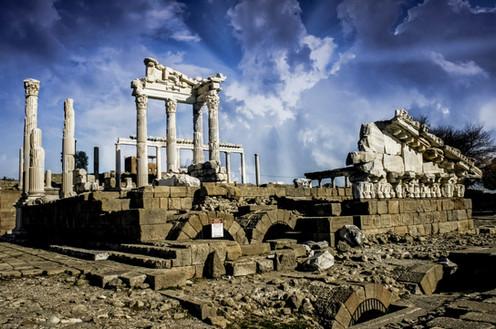 The Acropolis of Pergamon: Ist Part
