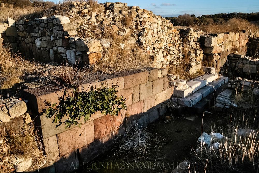 Kyme: Roman building