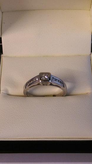 18ct White Gold 0.33pt Single Stone Diamond Ring