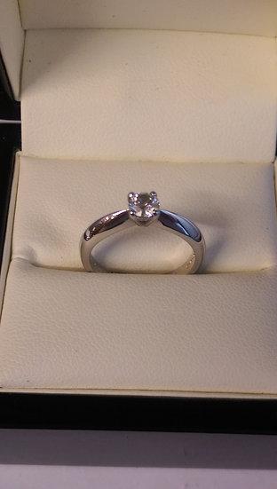 18ct White Gold 0.35pt Single Stone Diamond Ring