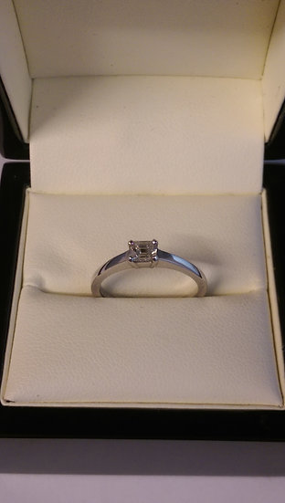 18ct White Gold 0.35pts Single Stone Diamond Ring