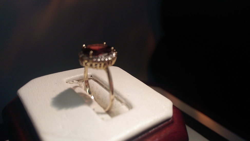 Second Hand 9ct Gold Garnet & Diamond Ring