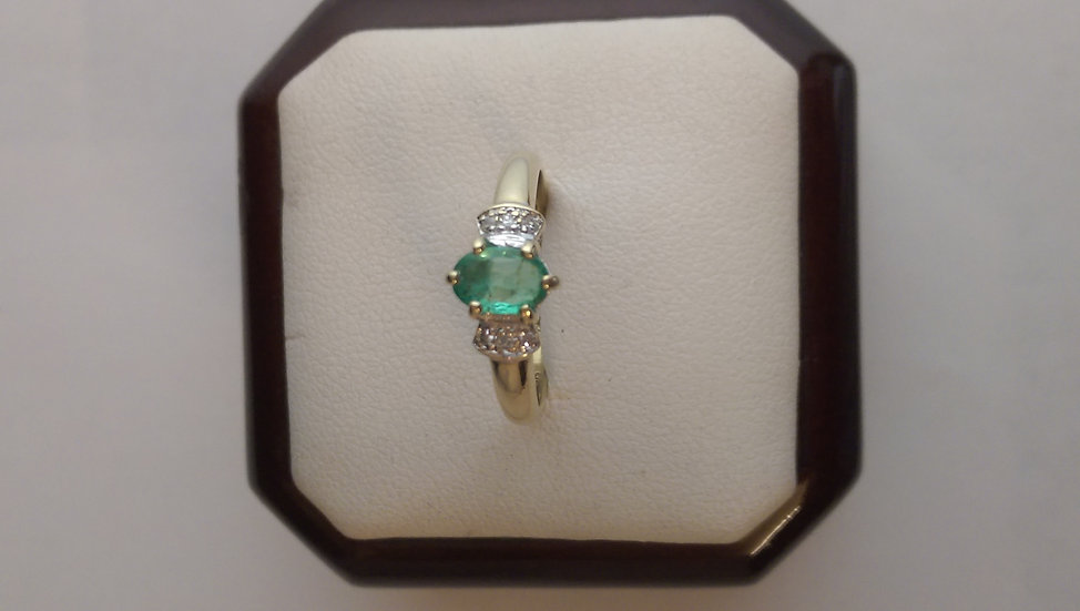 Second Hand 9ct Gold Emerald & Diamond Ring