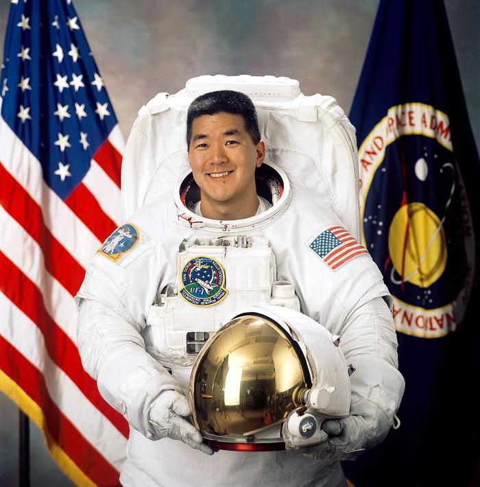 Astronauta da NASA Daniel Tani e a experiência de viver no espaço