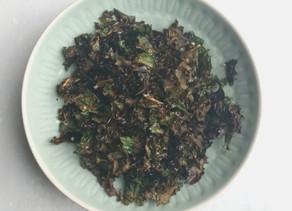 Couve Kale crocante com sementes de sésamo