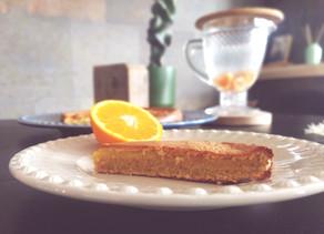 Bolo de laranja (quase) saudável para adoçar a quarentena