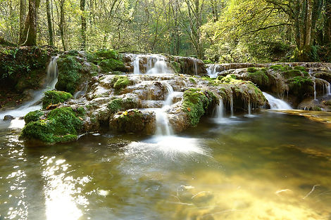 waterfall-620313_1920.jpg