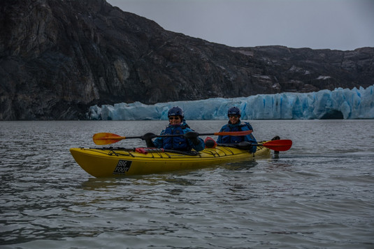Kayaking in Grey lake nearby the glacier