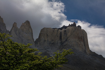sheer-granitic-cliffs-into-the-hearth-of-french-valley