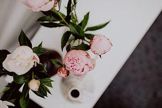 kaboompics_Peony flowers in vase.jpg