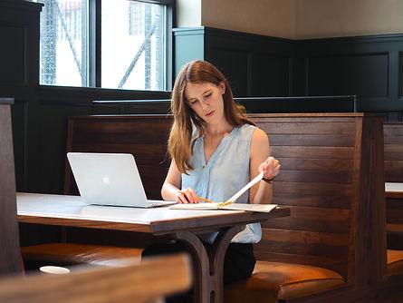 copywriting-women-writing
