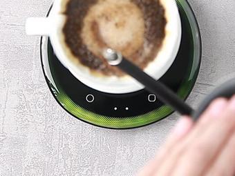 如何使用光導引咖啡秤 – 開箱