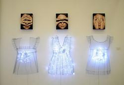 "Antonella Cinelli ""Eyes Doll"" Olio ed acrilico, ferro e luci led. Dimensioni variabili"