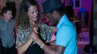Inviter un débutant à danser
