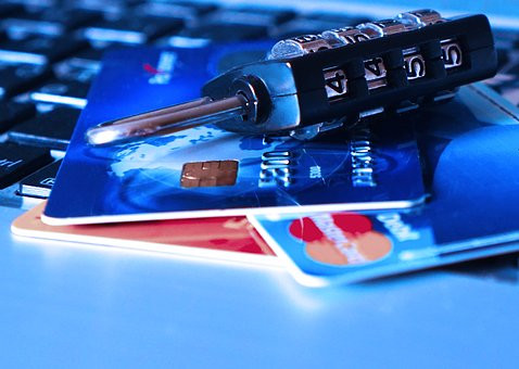 9 easy ways shoppers can avoid ID theft!