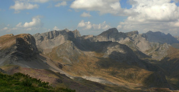 pyrenees panorama.jpg