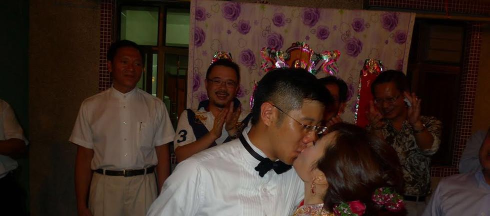 Samantha wedding dinner-22 (kiss).jpg